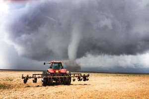 Picture of Tornado approaching farm field